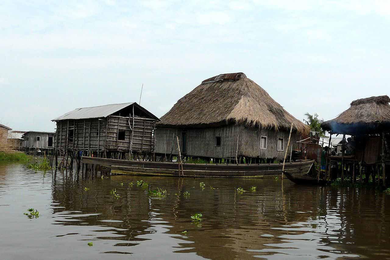 Деревня Ганви на озере Ноко