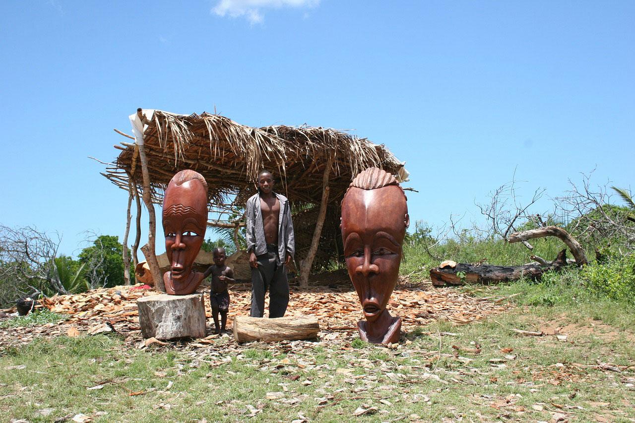 Провинция Иньямбане. Столярные изделия ручной работы