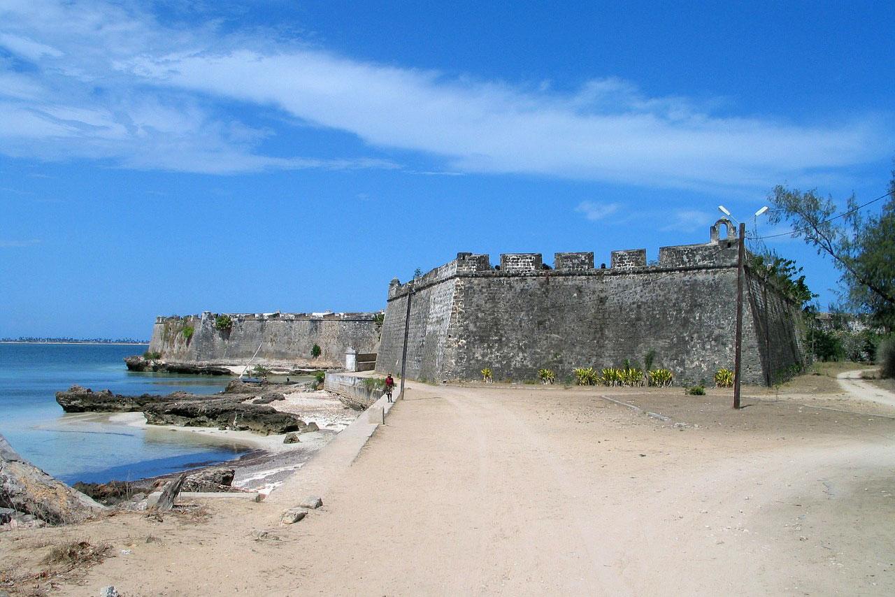 Старинная крепость на побережье