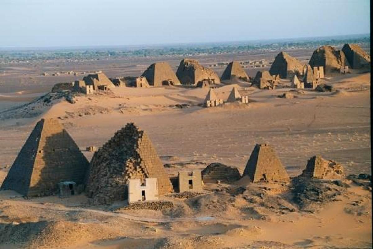 Пирамиды в древнем городе Мероэ